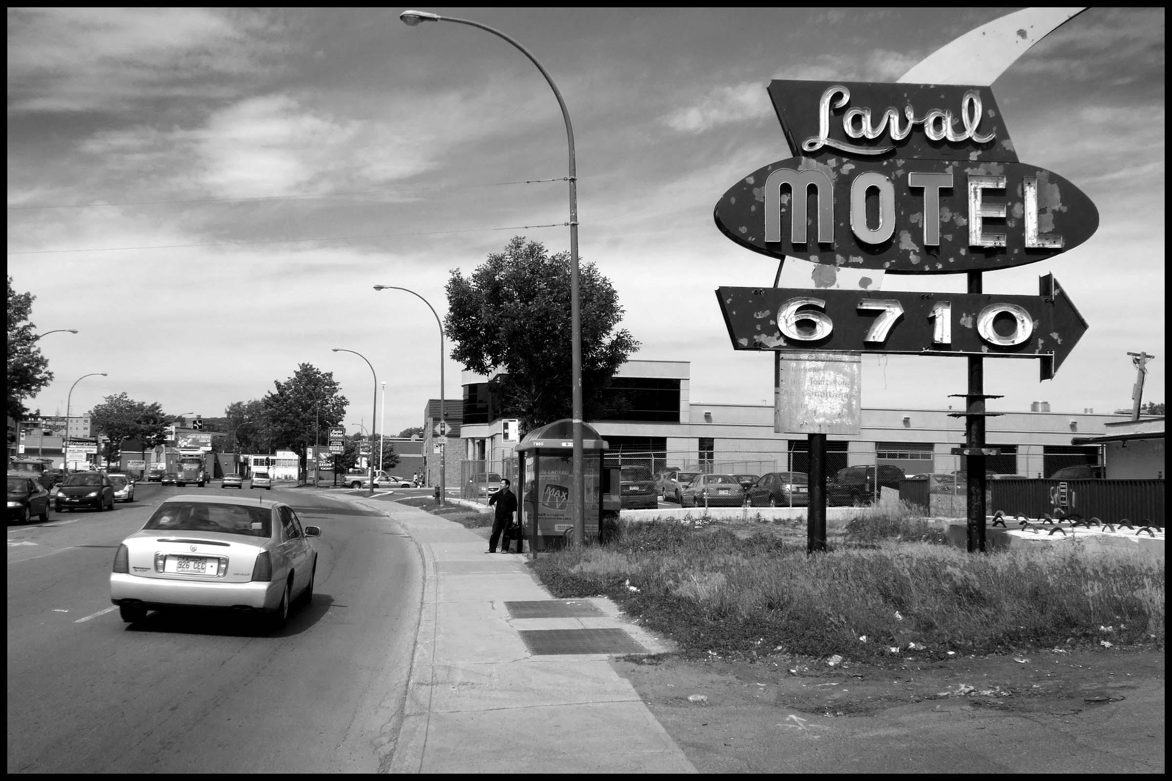 Motel Laval enseigne