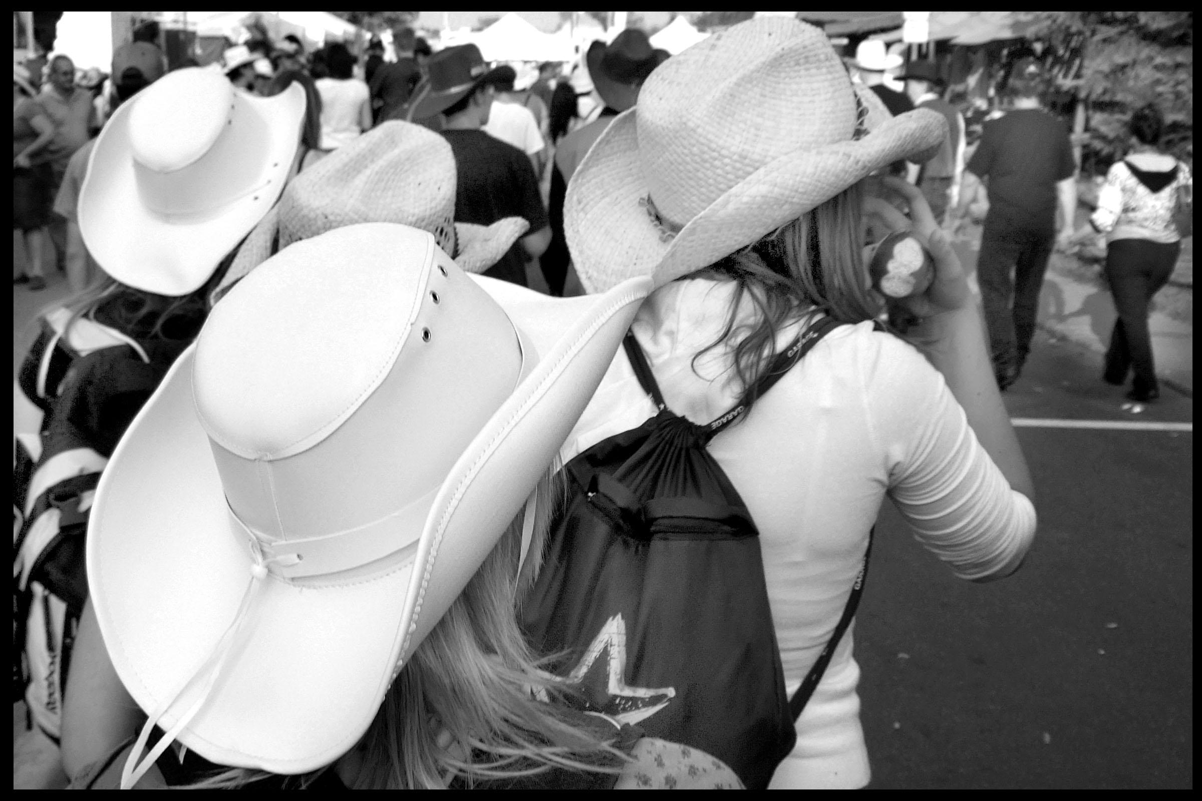 filles chapeau